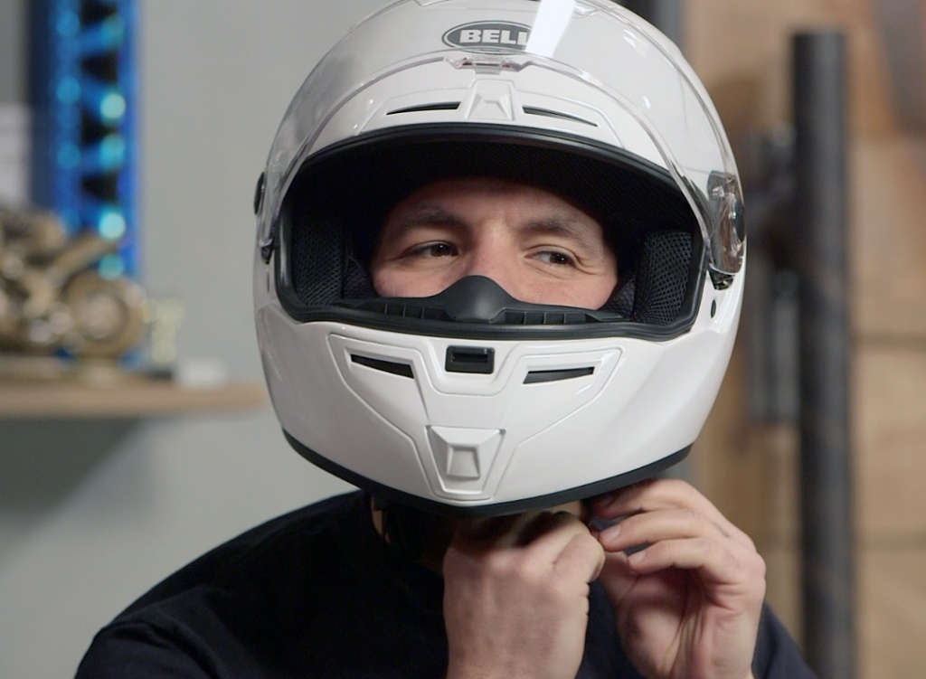 helmet_sizing_hero1.jpg